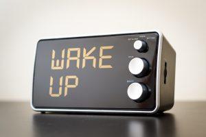 目覚まし時計 音で