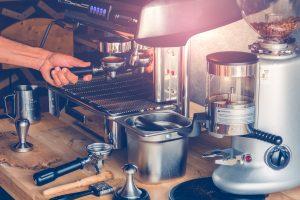 家庭用エスプレッソマシンとコーヒーメーカー