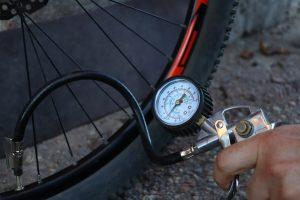 クロスバイク 空気入れ おすすめ 空気圧計 位置 選ぶ